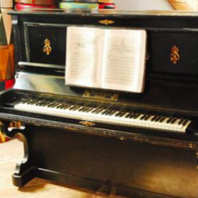 "Piano ""Maison Beethoven"" 134cm"
