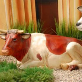 Vache couchée grandeur nature 140cm