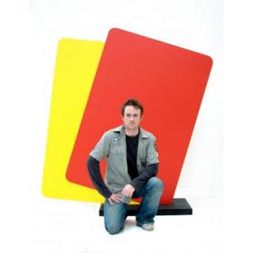 Cartons rouge et jaune géants
