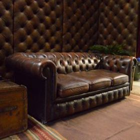 Chesterfield marron 3 places 73cm