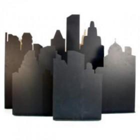 Panneaux noirs, ville