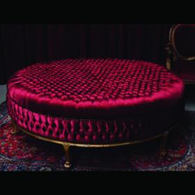 Canapé rond rouge