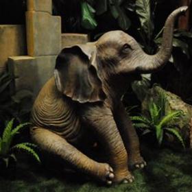 Bébé éléphant assis 145cm
