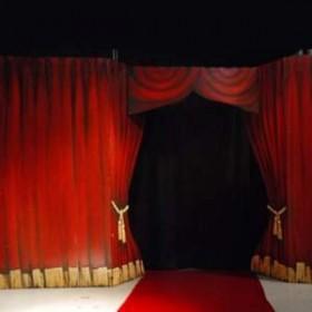 Entrée Rideau rouge 244cm